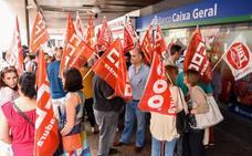 Manifestación de empleados de Caixa Geral en Badajoz