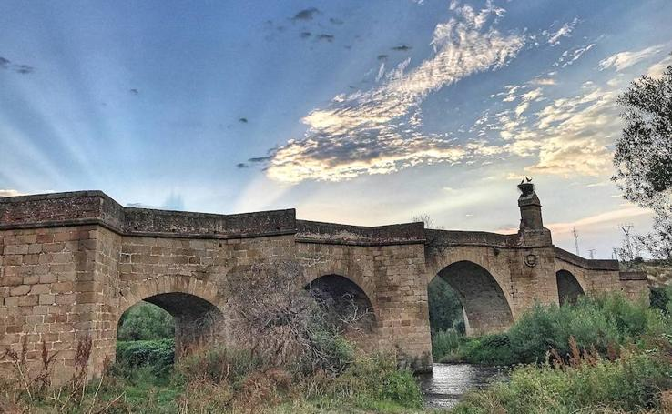 En los 26 pueblos de la Rivera de Fresnedosa y del Valle del Alagón perduran los rescoldos de la cuenca más industriosa y artesana