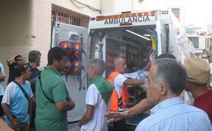 El director de lidia de las fiestas de Moraleja sufre una cornada en la suelta del toro por las calles