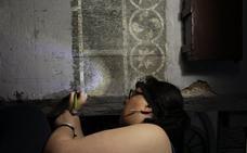 Una decena de voluntarios recupera los esgrafiados de la iglesia del Rosario de Zafra