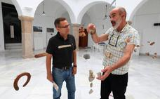 La exposición que invita a conocer el Camino Mozárabe de Santiago a través de sus piedras