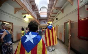 Activistas de los CDR desalojan la Modelo y exigen a Torra que atienda sus demandas