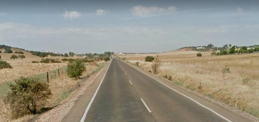 Cinco heridos leves en una salida de vía en la carretera que une Badajoz con Corte de Peleas