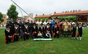 El grupo de folclore Caramancho de Don Benito inicia su gira de verano con varias actuaciones