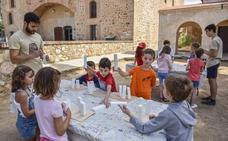 El Arqueológico enseña la historia de Badajoz en sus talleres infantiles