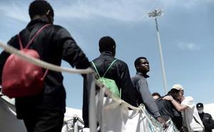 Seis migrantes del Aquarius están viviendo en un piso de acogida en Mérida