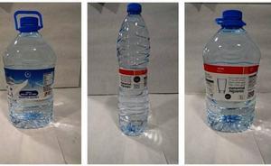 Retiran en Cataluña botellas de agua de la marca Eroski por contaminación