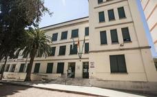 El Ayuntamiento pintará tres colegios este verano