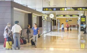 El primer vuelo entre Mallorca y Badajoz despega con casi cuatro horas de retraso