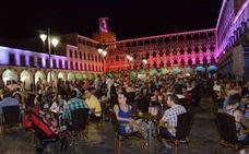 Espectáculo de música y luces sobre las fachadas de la Plaza Alta