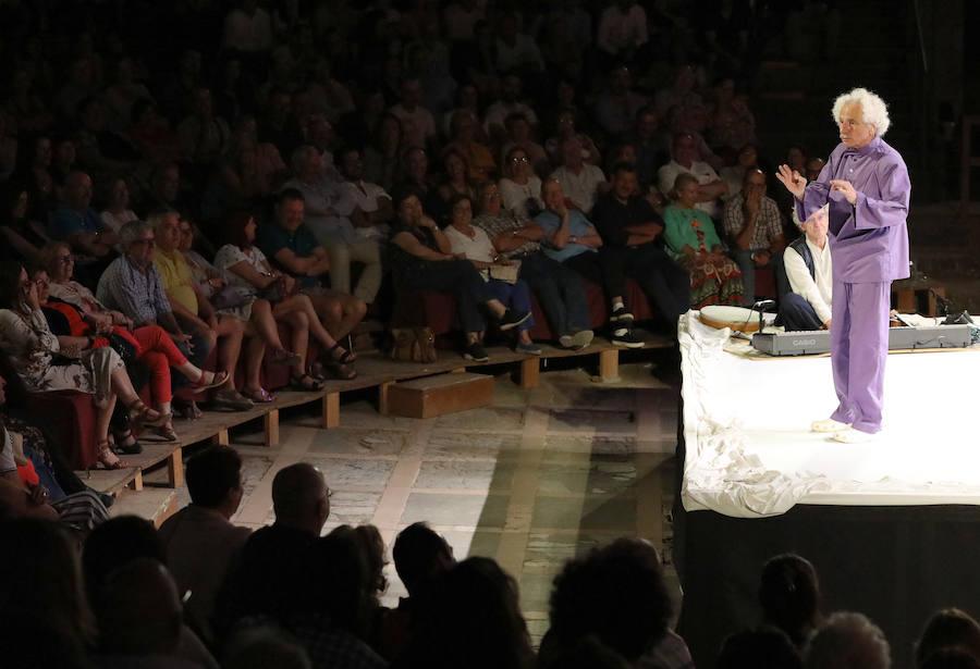 'El Brujo' reinventa los mitos clásicos para llevar al humor las tragedias