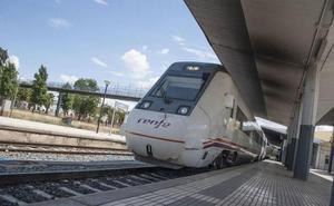 Un cruce con otro tren y una avería en el convoy demoran la llegada del exprés Mérida-Madrid 25 minutos