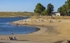 Herrera del Duque pide bandera azul para la playa de Peloche