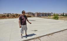El Ayuntamiento de Badajoz desmantela la pista multideporte de Suerte de Saavedra