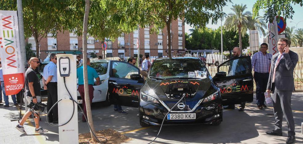 Un coche eléctrico para cada pueblo de Badajoz y puntos de carga cada 30 kilómetros