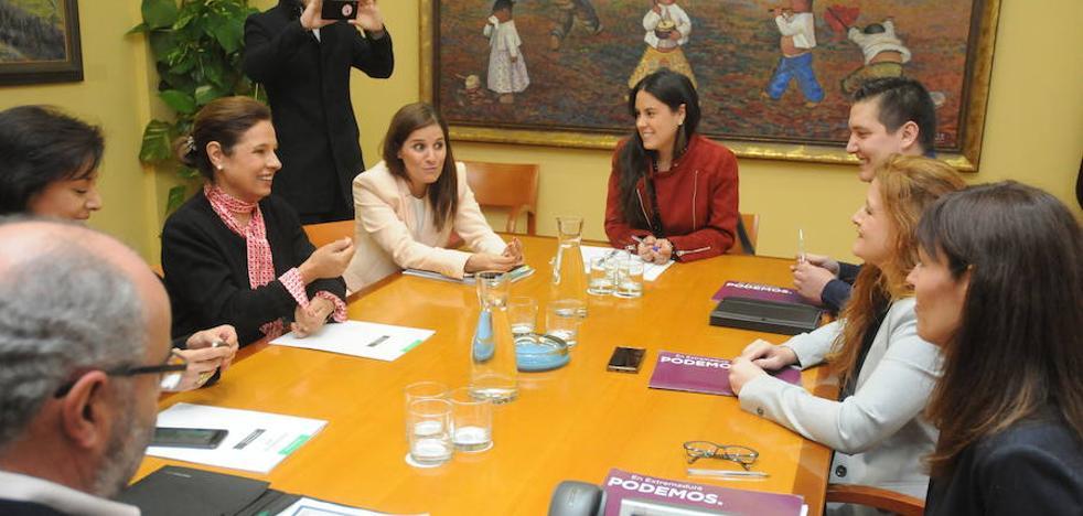 La modificación de la renta básica enfría el pacto entre PSOE y Podemos en Extremadura