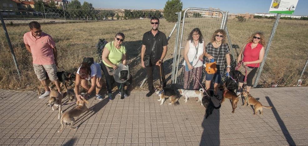 Los vecinos de Montesol, indignados con el nuevo parque canino de Cáceres