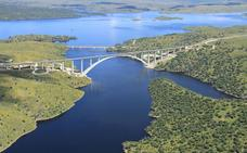 Adif destina 22 millones al montaje de vía doble de Cáceres a Plasencia