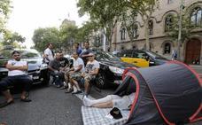 Los taxistas de Barcelona llaman a todo el sector español a la huelga