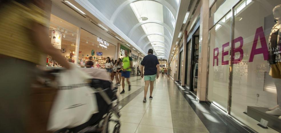 Los consumidores aplauden que el comercio cacereño pueda abrir más festivos