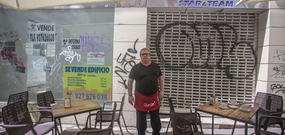 Empresarios del centro de Cáceres se quejan del mal estado de algunas fachadas