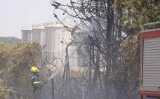Fuego cerca de la depuradora y alcoholera de Villafranca