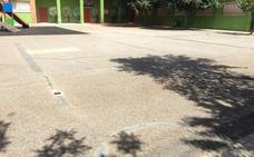 La Junta espera desde marzo la licencia para arreglar los patios del colegio Montero de Espinosa de Almendralejo