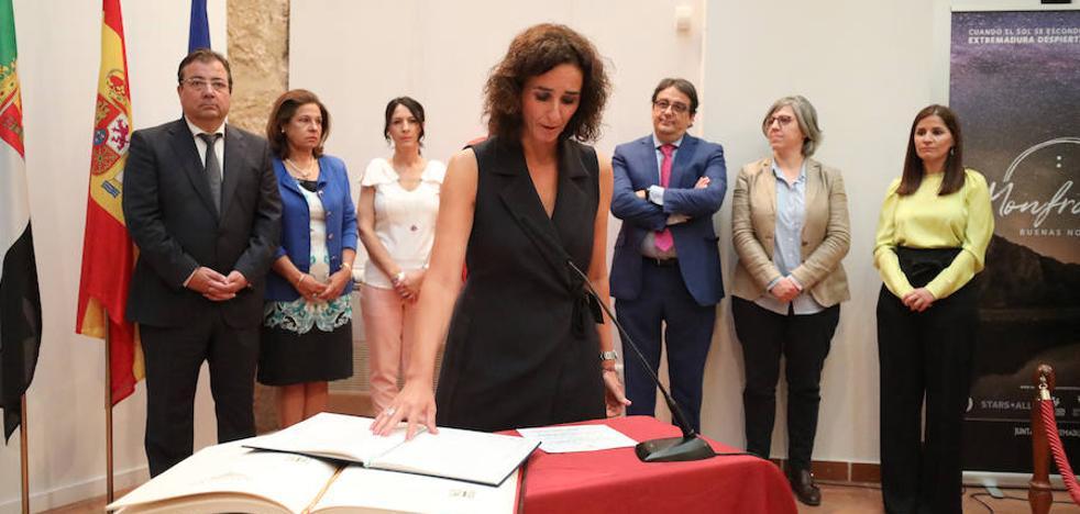 Olga García toma posesión y Hernández asume la Dirección General de Deportes