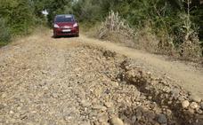 Piden el arreglo urgente del camino de acceso a la pasarela peatonal del río en Badajoz