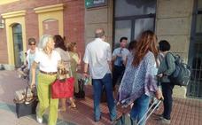 Más de 150 personas se tienen que bajar del tren en la estación de Navamoral de la Mata