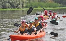 Más de 400 palistas participan en el XI descenso del río Alagón