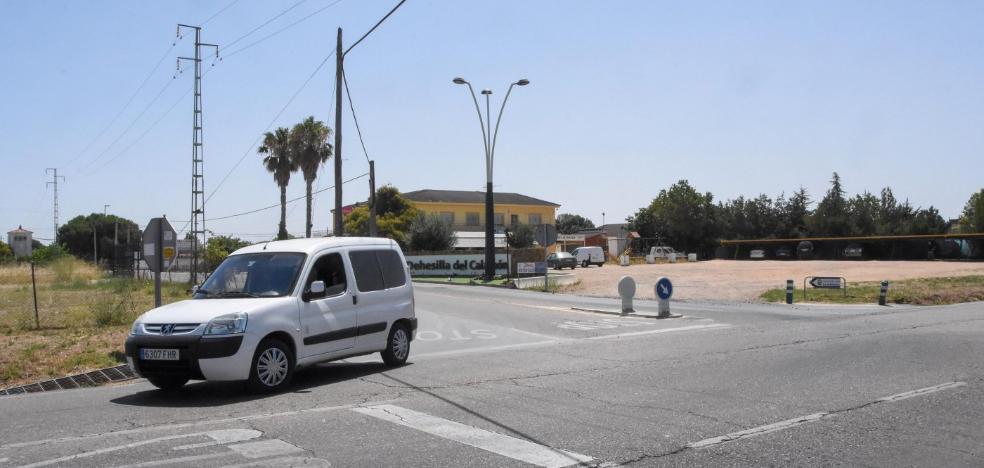 Las urbanizaciones de Badajoz sufren otro verano con la carretera de Valverde sin desdoblar