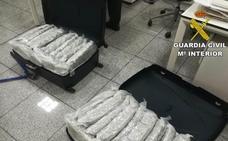 Detenido un pasajero que pretendía volar a Eindhoven con 27 kilos de marihuana