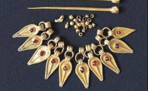Una muestra en la Asamblea exhibe joyas aparecidas en excavaciones del Consorcio