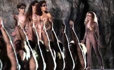 Instagram elimina una foto de las actrices de 'Las amazonas' por aparecer con los pechos desnudos