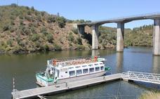 La localidad pone a disposición del Barco del Tajo autobuses gratuitos para atraer turismo luso