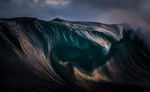 El fotógrafo de las olas no ve el azul