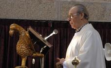 La localidad despide a don Román, su párroco durante 38 años