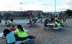 El parque del río de Badajoz cobra vida cuando se apaga el día