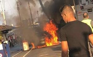 El incendio fortuito de un coche crea alarma en Puerto Banús