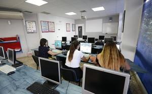Técnicos de la DGT visitan posibles espacios en Mérida para los exámenes de conducir