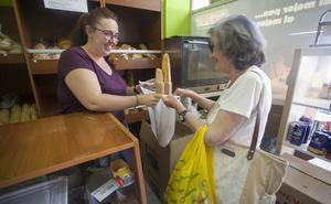 La nueva normativa sobre bolsas cumple su primer mes sin expedientes de sanción en Cáceres