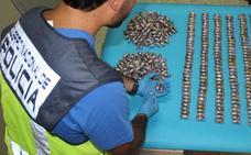 Detenido al pasar por la frontera de Caya con 390 bellotas de hachís escondidas en el capó del coche