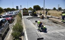 Cortan dos carriles del Puente Real para reparar el reventón de una tubería