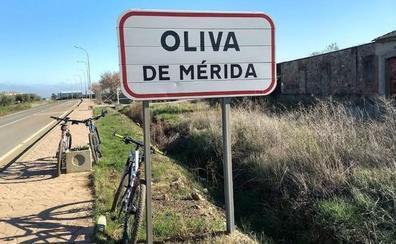 Un hombre de 69 años, en estado grave tras ser rescatado de la piscina de Oliva de Mérida