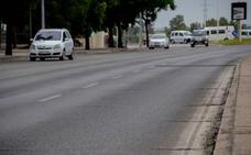Un motorista de 43 años resulta herido en el choque con un coche en Badajoz