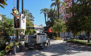 Instalan las luces led en la avenida de Huelva