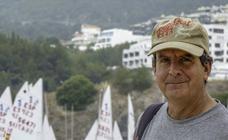 'Tú al pueblo, yo a la playa': Un intrépido veraneante más allá de la frontera
