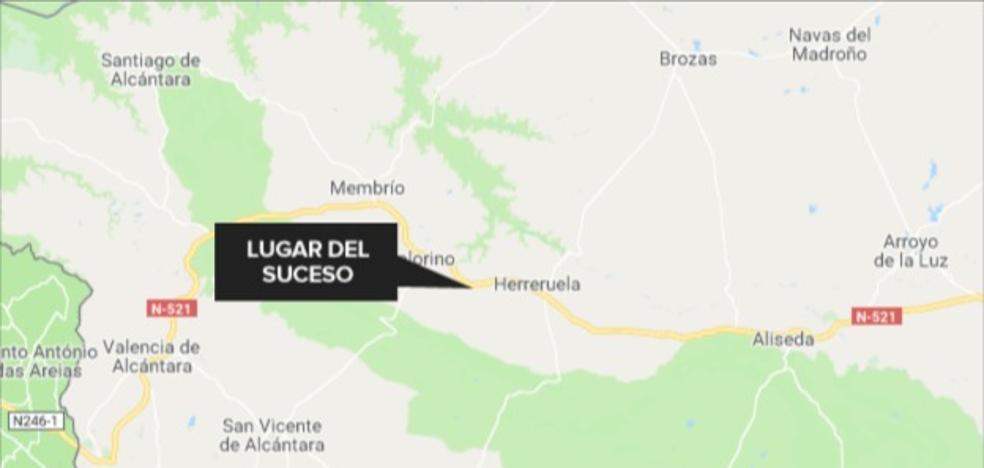 Cortada en Herreruela la N-521 tras el accidente de un camión de gasolina