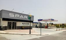 Carburantes Máxima Eficiencia inaugura en Esparragalejo una gasolinera y un supermercado